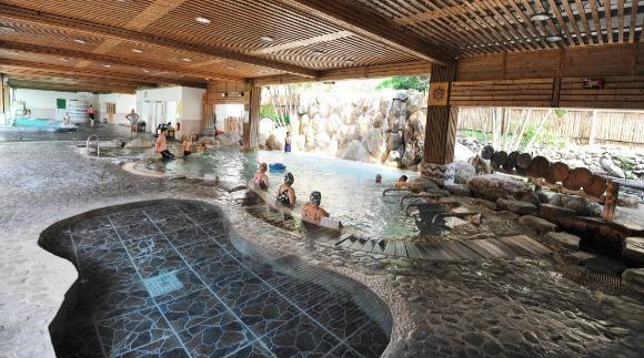006-山岩水療池